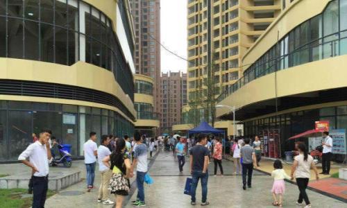 万人小区门口 独立临街底商6米层高